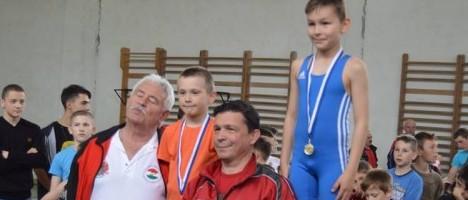 Andrei Pacurar in dreapta imaginii alaturi de tatal sau   Alin Romulus Pacurar