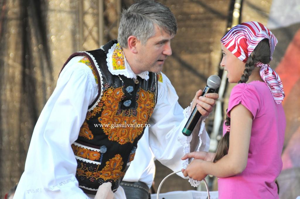 Aida, cerându-i preotului Cristian Pomohaci să o boteze