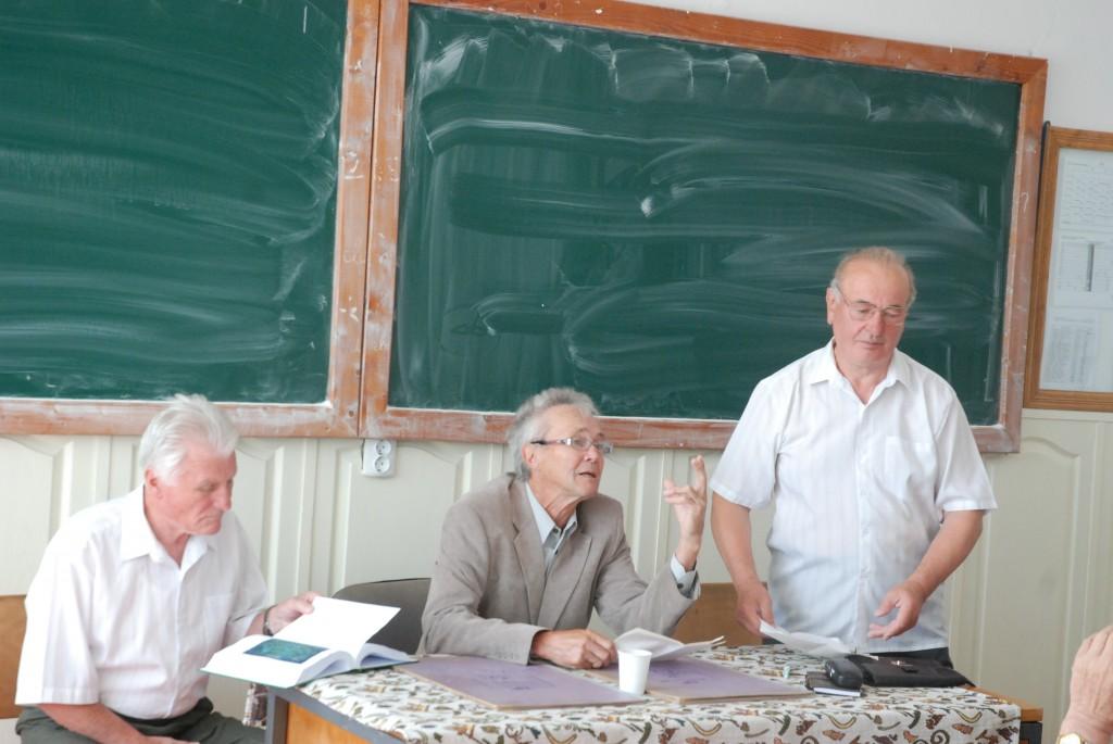 Profesorii Mihai Gherghel  Miron Mircea si organizatorul    Pop Traian Eugen au deschis ora de dirigentie