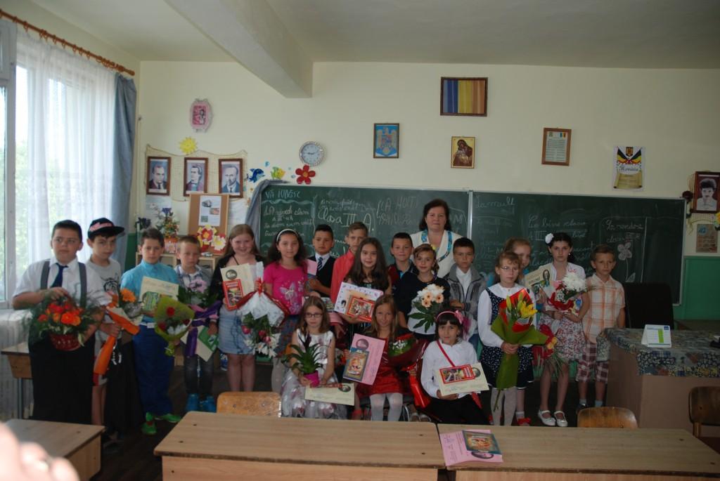 Valeria Carje a mai incheiatAL 35 lea an din cariera cu   absolventii  clasei a III a A