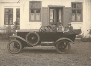 Petre A. Botianu si familia sa in 1928 fotografie din   colectia dr.  Alexandru Botianu