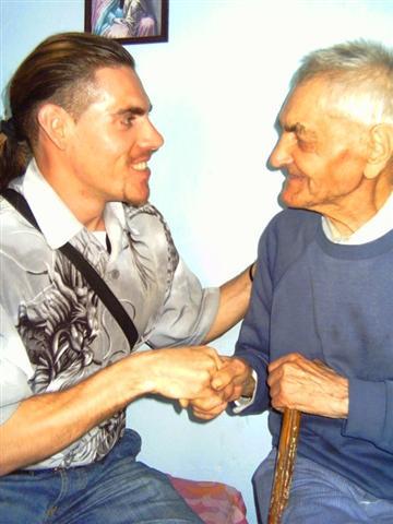 Robert-la-26-de-ani-si-Luca-Vasile-la-101-ani (Small)