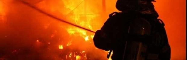 incendiu_pompieri_3_696x425_jpg_pagespeed_ce_edyvuj3kr__64796700